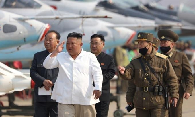 Hàn Quốc nói Kim Jong-un có thể đi tránh dịch