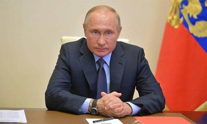 Putin kéo dài kỳ nghỉ có lương tại Nga