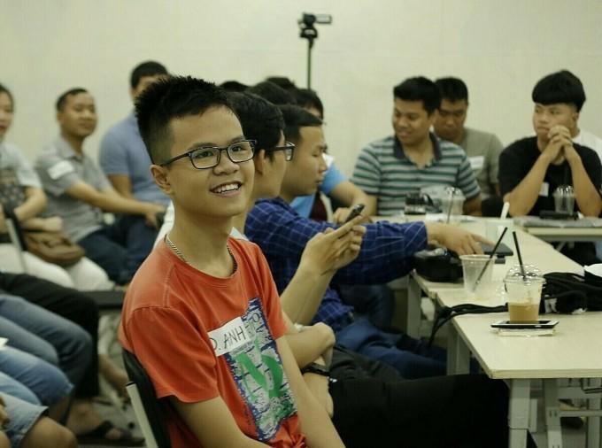 Đình Anh cho rằng tự học lập trình luôn phải kết nối với bạn bè để cùng bàn luận, trao đổi.