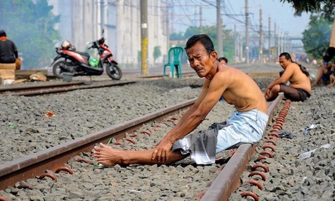 Người Indonesia tắm nắng chống nCoV