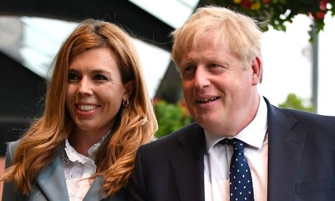 Bạn gái Thủ tướng Anh sinh con trai