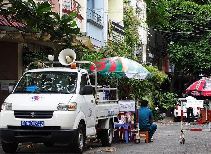Block B2 chung cư 1A-1B Nguyễn Đình Chiểu bị phong toả từ sáng 20/4. Ảnh: Hà An