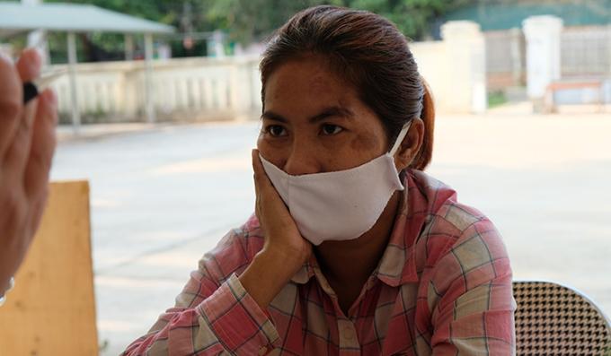 Chị Son So Kheng lưu lạc hơn 1.500 km đến vùng biên Thanh Hoá. Ảnh: Lam Sơn.