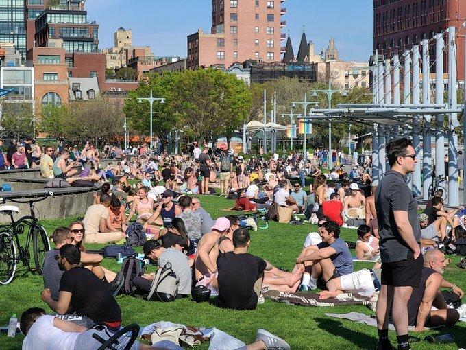 Hàng chục người New York bị phạt vi phạm giãn cách