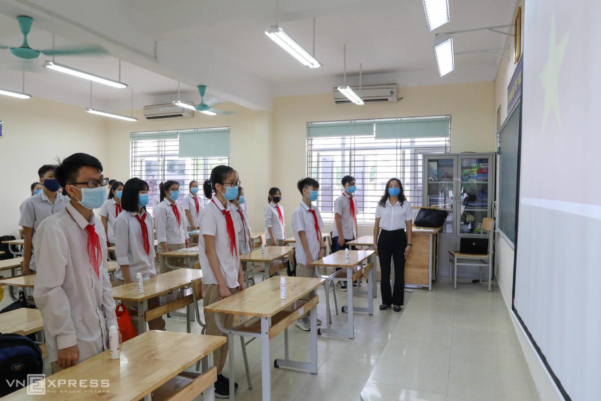Học sinh Hà Nội, Sài Gòn trở lại trường