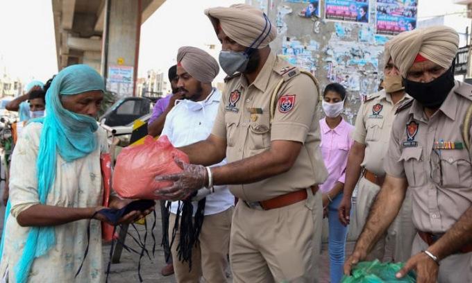 Gần 43.000 người nhiễm nCoV tại Ấn Độ