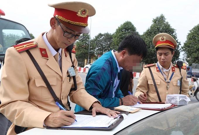 Vi phạm nhiều lần có thể bị thu giấy phép lái xe