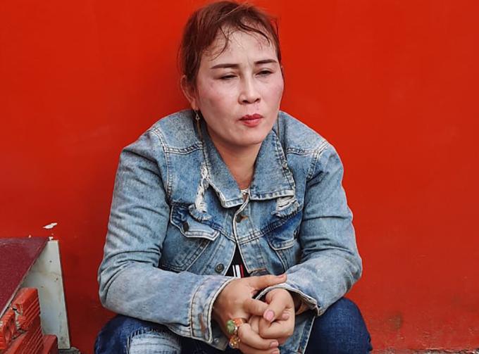 Loan Cá khi bị bắt tại chợ KCN Thạnh Phú chiều 4/5. Ảnh: Thái Hà