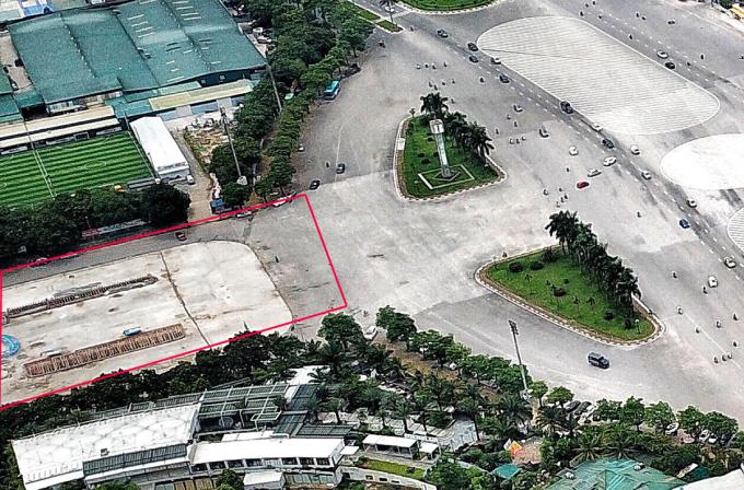 Khu đất được đề xuất xây quảng trường đối diện sân vận động Mỹ Đình. Ảnh: Giang Huy