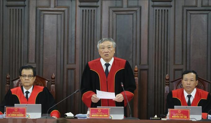 Chán án TADN Tối cao Nguyễn Hòa Bình chủ tọa phiên giám đốc thâm mở ngày 6-8/5. Ảnh: TTXVN
