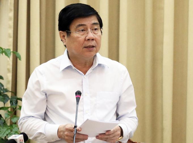 Chủ tịch UBND TP HCM Nguyễn Thành Phong báo cáo tại cuộc họp. Ảnh: Trung tâm báo chí TP HCM.