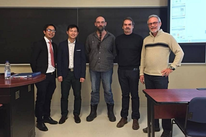 Anh Phương (bên trái) trong hội đồng bảo vệ luận án tiến sĩ của một học trò tại Đại họcCông nghệ Montréal. Ảnh: Nhân vật cung cấp