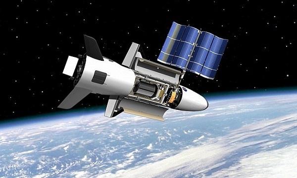 Mô phỏng máy bay X-37B hoạt động trên quỹ đạo. Ảnh: AFP.