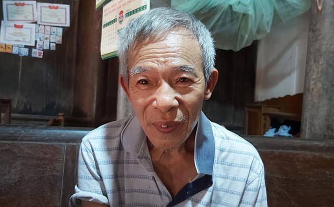 Cụ Lê Đình Tính từ chối nhận khoản tiền hơn 4.5 triệu đồng từ gói hỗ trợ của Chính phủ. Ảnh: Lam Sơn.
