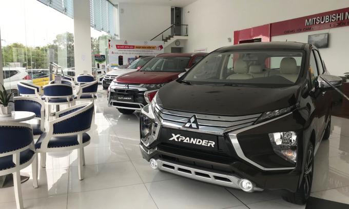 Một đại lý Mitsubishi ở quận Bình Tân trưng bày Xpander. Ảnh: Thành Nhạn