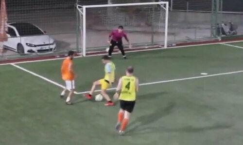 Cầu thủ dùng một chiêu qua rừng người ghi bàn - 2
