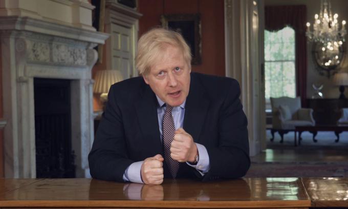 Thủ tướng Anh Boris Johnson tại số 10 phố Downing, hôm 10/5. Ảnh: AP.