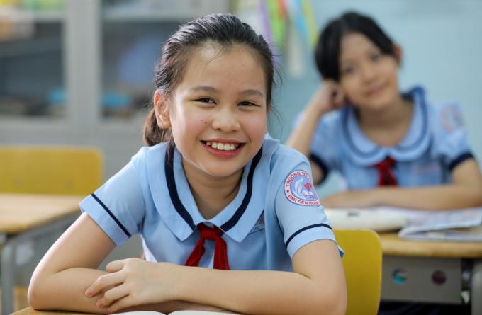 Học sinh trường Tiểu học Đinh Tiên Hoàng (quận 1) đi học trở lại sau ba tháng nghỉ phòng chống Covid-19, sáng ngày 8/5.Ảnh: Quỳnh Trần.