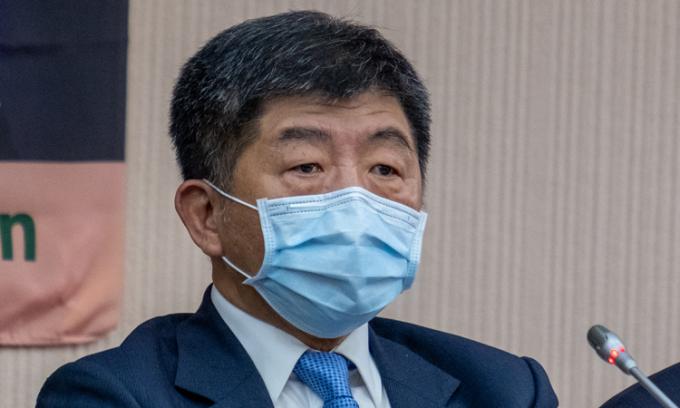 Người đứng đầu cơ quan y tế Đài Loan Chen Shih-chung trong cuộc họp báo tại Đài Bắc hôm nay. Ảnh: Reuters.
