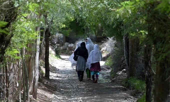 Hai thiếu nữ bị bắn chết vì