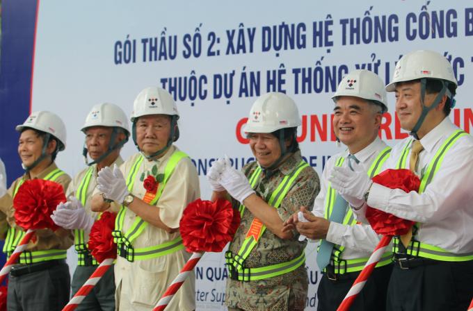 Làm cống ngầm gom nước thải sông Tô Lịch