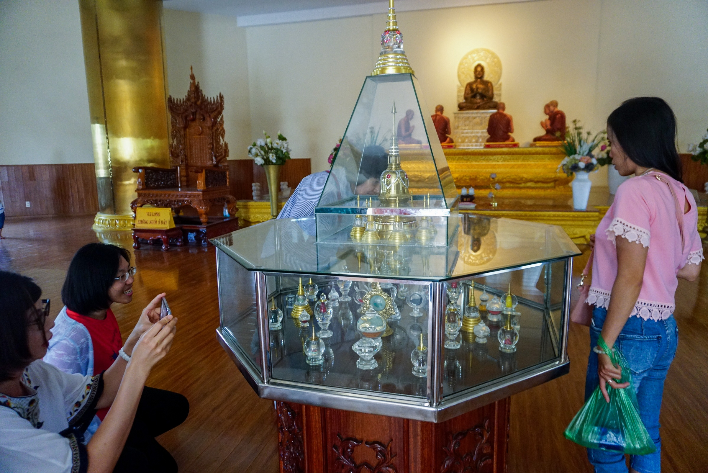 Chùa Bửu Long (hay còn gọi là Thiền viện Tổ đình Bửu Long) tọa lạc ở quận 9 - TPHCM