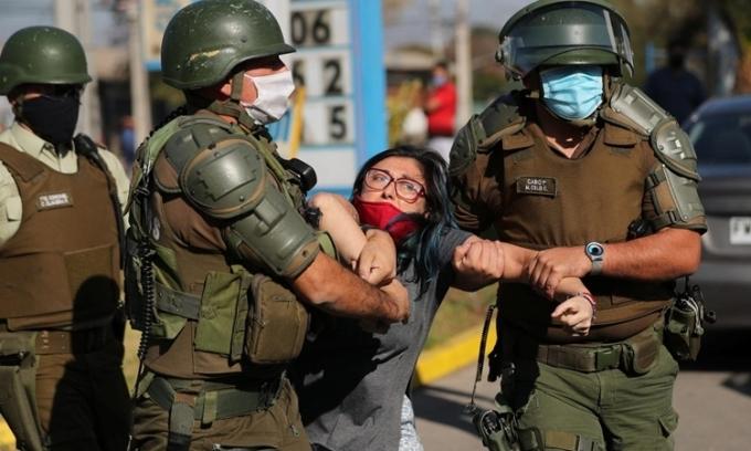 Người nghèo Chile đụng độ cảnh sát giữa phong tỏa