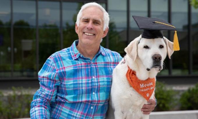 Chú chó được trao bằng tiến sĩ danh dự