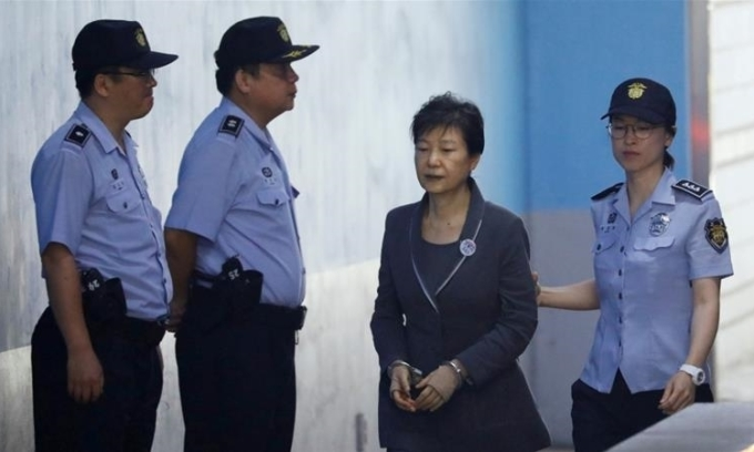 Công tố viên đề nghị án 35 năm tù với Park Geun-hye