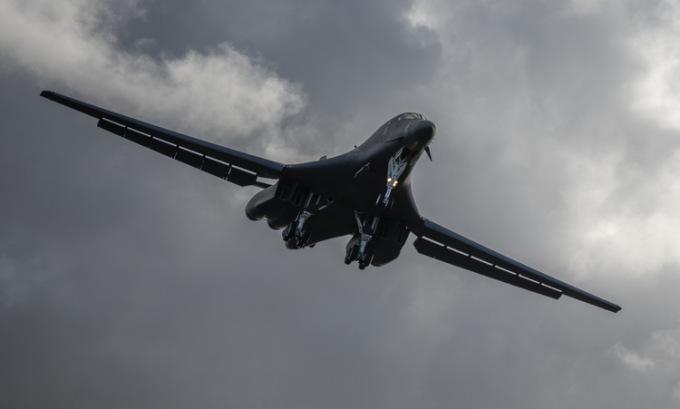 Oanh tạc cơ Mỹ liên tiếp diễn tập gần Trung Quốc