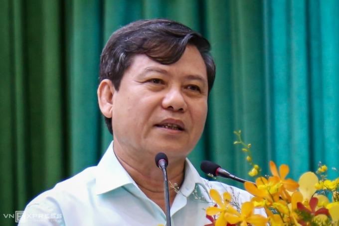 Viện trưởng VKSND Tối cao Lê Minh Trí nói về kháng nghị vụ án Hồ Duy Hải, khi tiếp xúc cử tri tại TP HCM hôm 18/5. Ảnh: Hữu Công.