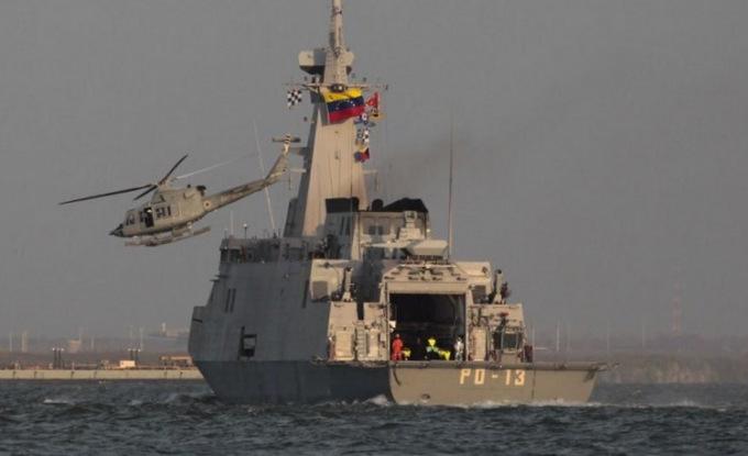 Venezuela điều tàu chiến, máy bay hộ tống tàu dầu Iran