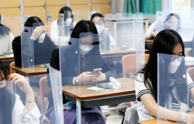 Hàn Quốc mở cửa trường học