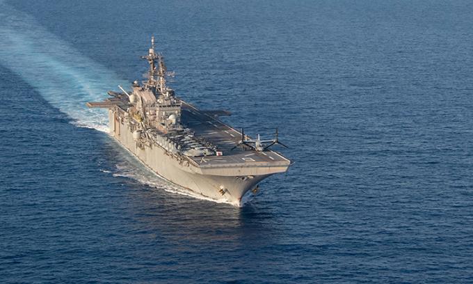 Mỹ hoãn đóng chiến hạm, dồn tiền xây tường biên giới