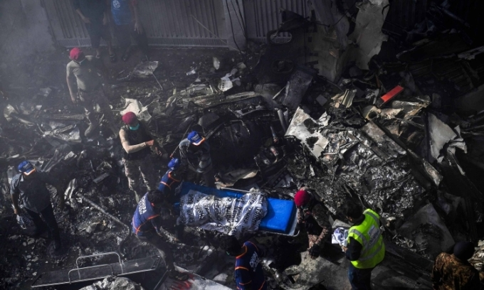 Thoát chết kỳ diệu trong vụ máy bay Pakistan rơi