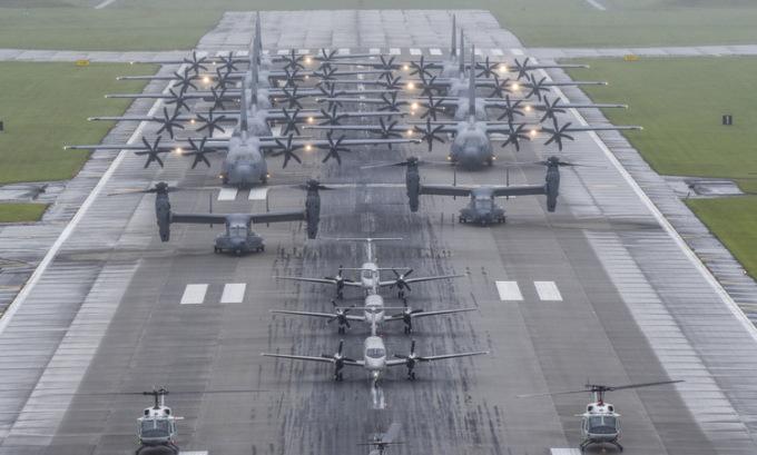 Máy bay quân sự Mỹ phô diễn uy lực ở Nhật
