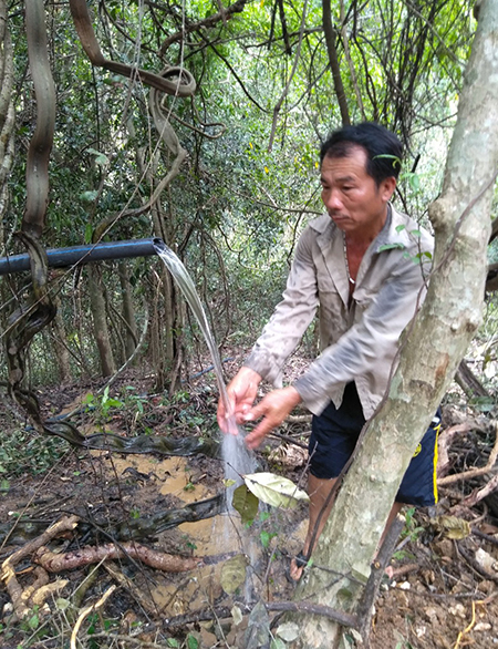 Nguồn nước đã được dẫn về tới khu vực chuẩn bị khởi công xây bể chứa. Ảnh: Hải Bình.