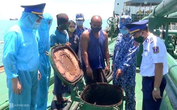 Tàu nước ngoài chở lậu 1,7 triệu lít dầu