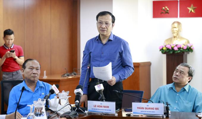 Phó giám đốc Sở Giáo dục và Đào tạoLê Hoài Nam (giữa) nói về công tác đảm bảo an toàn trong trường học. Ảnh: Hữu Công.