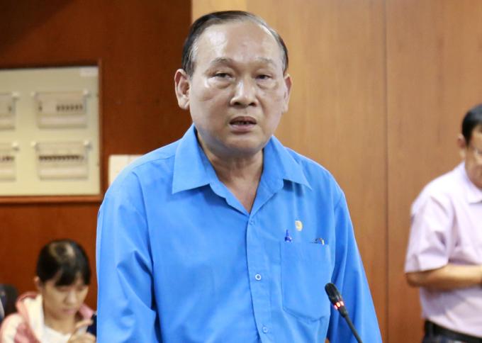 Ông Nguyễn Vạn Phúc, Hiệu trưởng trường THCS Bạch Đằng trả lời tại buổi họp báo. Ảnh: Hữu Công.