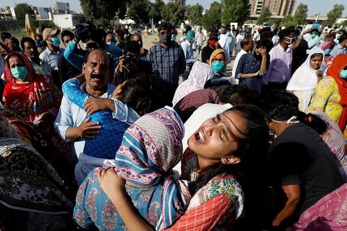 Máy bay Pakistan có thể quệt động cơ khi cố hạ cánh