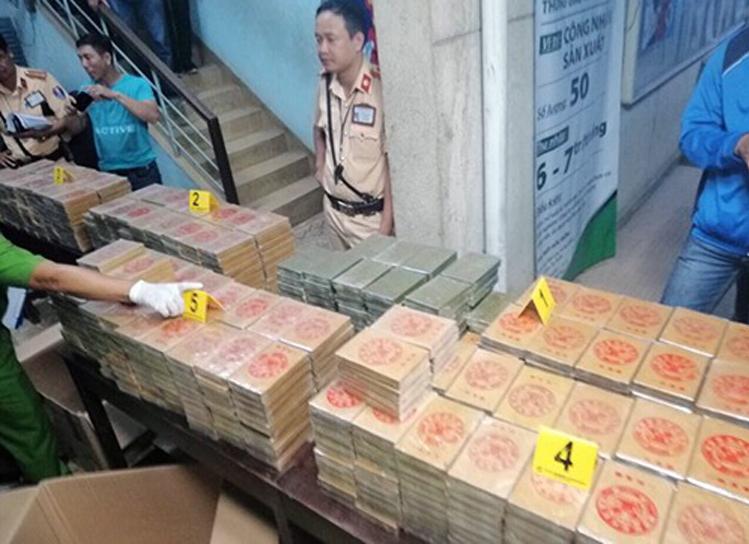 Truy tố người Đài Loan vận chuyển 895 bánh heroin
