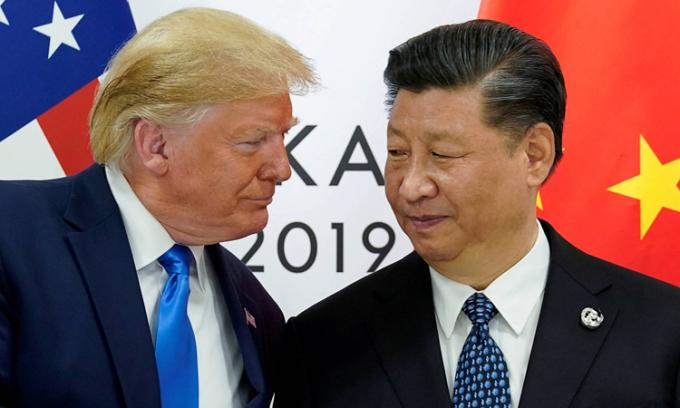Tổng thống Donald Trump (trái) và Chủ tịch Tập Cận Bình tại hội nghị G20 ở Osaka, Nhật Bản, hồi tháng 6/2019. Ảnh: Reuters.