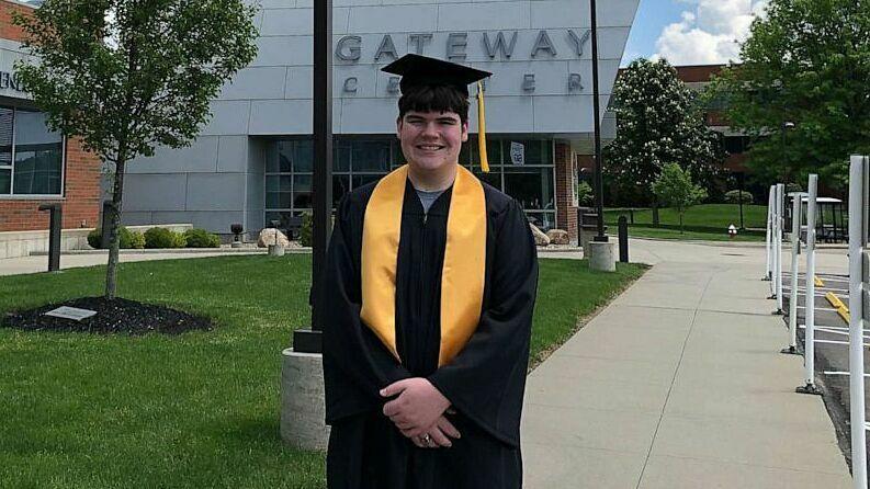 Nam sinh 15 tuổi tốt nghiệp đại học