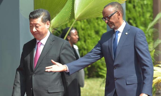 Chủ tịch Tập Cận Bình (trái)và Tổng thống RwandaPaul Kagametại Rwanda, hồi tháng 7/2018. Ảnh: Reuters.