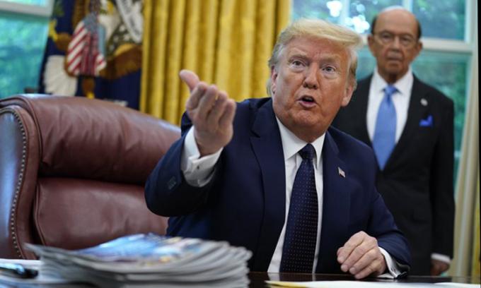 Tổng thống Mỹ Donald Trump phát biểu tại cuộc họp ở Phòng Bầu dục, Nhà Trắng, Washington D.C, ngày 28/5. Ảnh: AP.