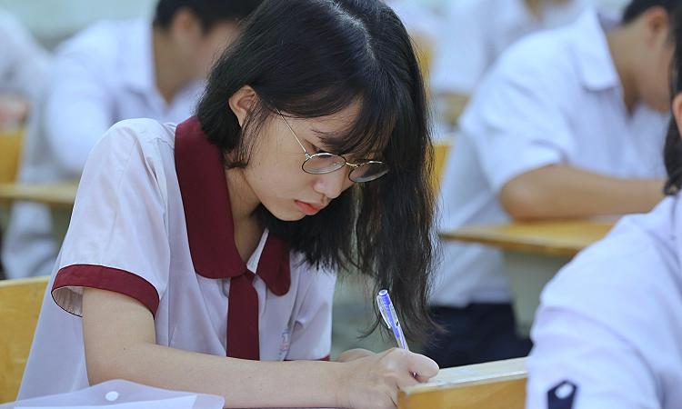 Học sinh lớp 12 phải làm kiểm tra online