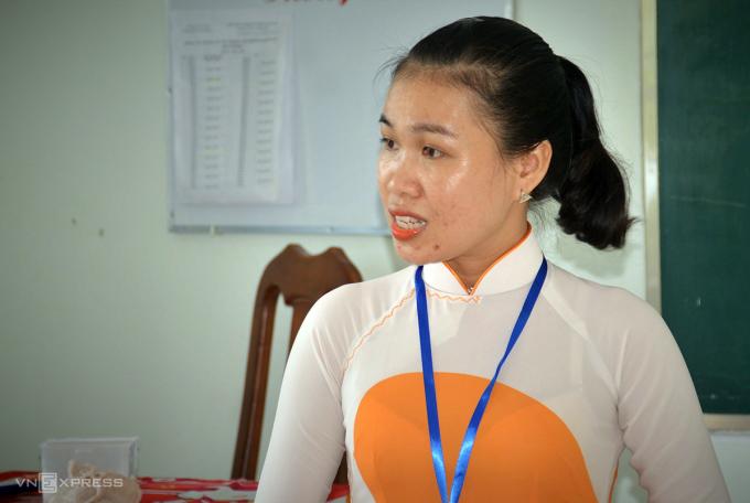 Cô Huỳnh Sơn Ca, giáo viên môn ngữ Văn. Ảnh: Khánh Hưng.