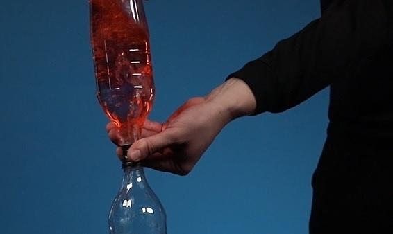 Lốc xoáy trong chai