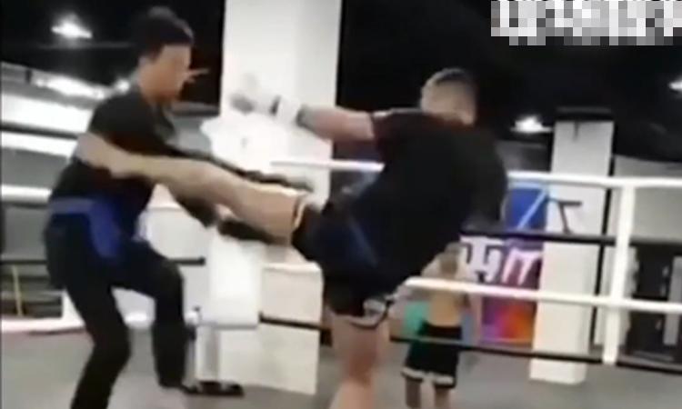 Anh hùng bàn phím' no đòn vì thách đấu võ sĩ Muay Thái
